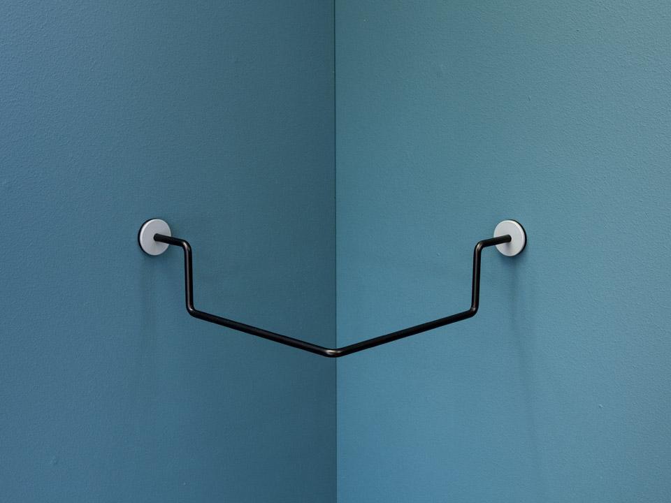 CORNER - Knage / Bøjlestang, lys grå