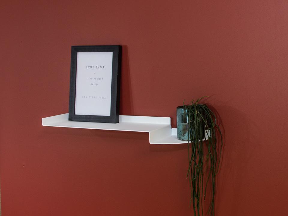 LEVEL SHELF - dekorativ hvid svævehylde, kort